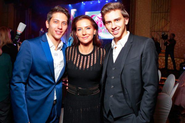 Елена Север с сыновьями