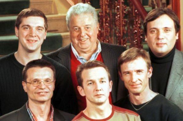 Михаил Танич (в центре) и группа «Лесоповал»