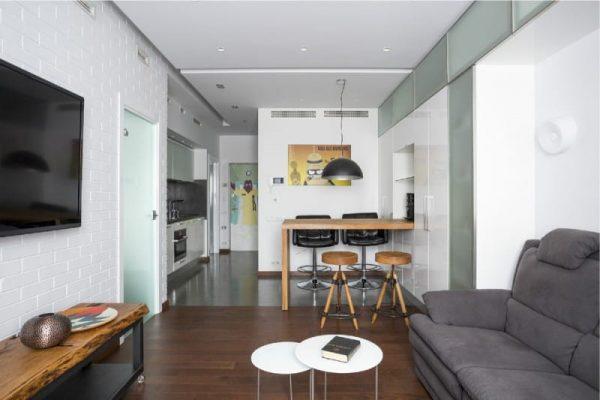 Для дизайна маленькой квартиры лучше использовать светлые тона