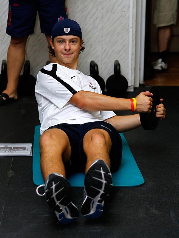 Известный хоккеист во время тренировки
