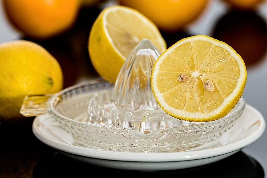 Лимон и лимонная кислота - незаменимые помощники в борьбе с винными пятнами
