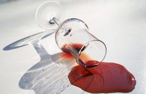 Пятно от пролитого красного вина - не повод расстраиваться. Как вывести пятна от красного вина, расскажет эта статья