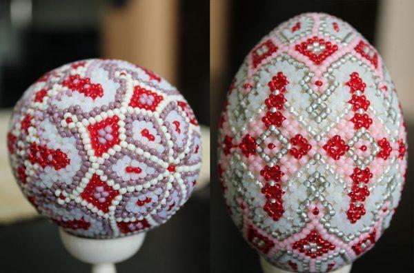 Пасхальные яйца разных оттенков