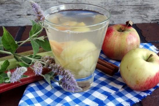 Яблочный компот с мятой