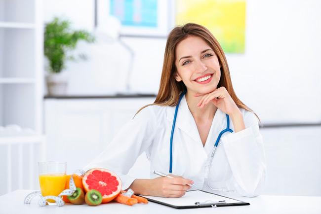 Стоит обязательно посетить диетолога
