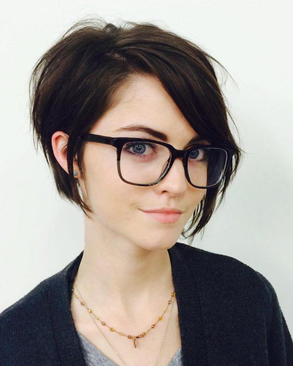 Модные очки в деревянной оправе