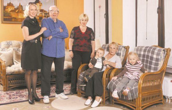 Олег Анофриев со своей семьей