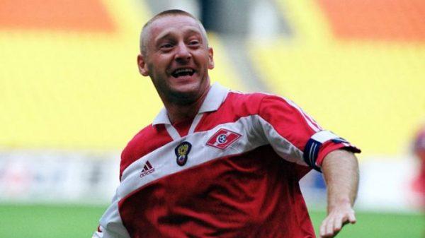 Футболист Андрей Тихонов