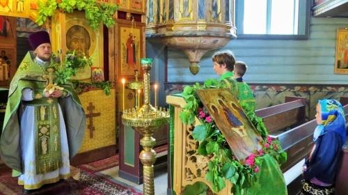 Традиции и приметы на Духов день