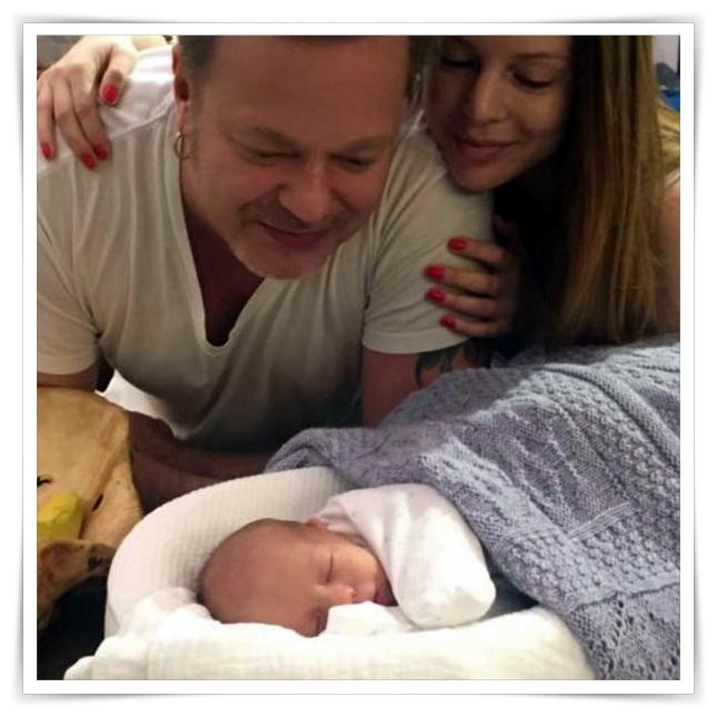 Владимир Пресняков показал новорожденного малыша