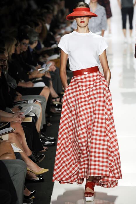 Модная клетчатая юбка для летнего сезона