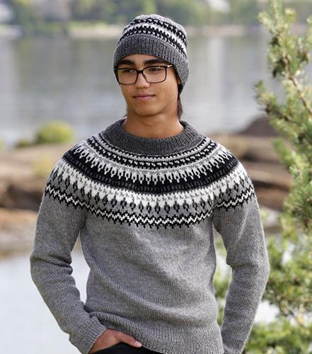 Вязаный свитер с круглой кокеткой