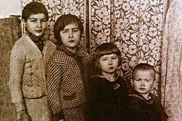 Маленький Рудольф со старшими сестрами
