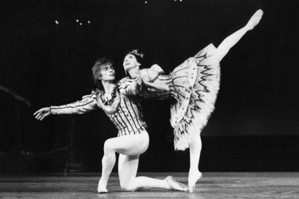 С многолетней партнершей, балериной Марго Фонтейн