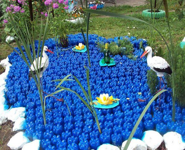 Декоративный пруд из пластиковых бутылок своими руками