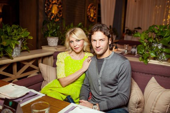 Дмитрий со своей женой