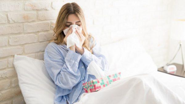 Насморк один из первых симптомов гриппа