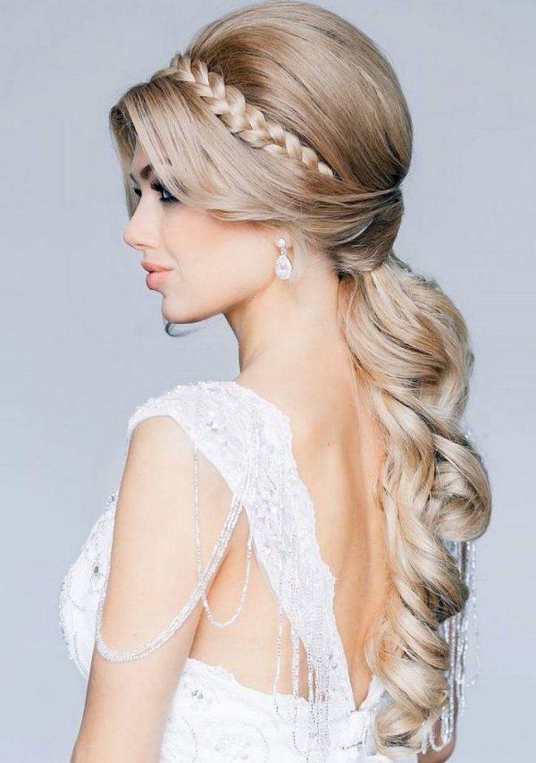 Греческая прическа с плетением кос