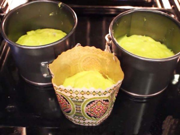 Заложить тесто по формам и выпечь в духовке