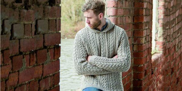 Из чего связать мужской свитер