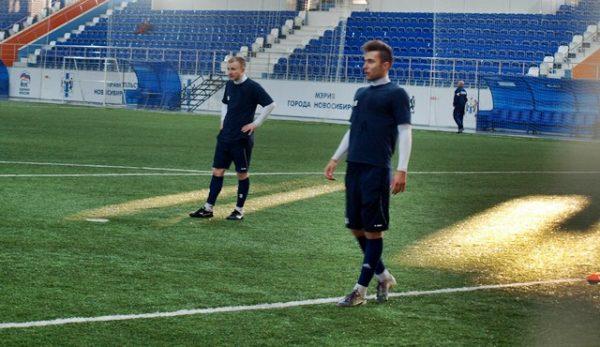 Известный футболист во время тренировки