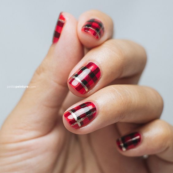 Дизайн ногтей в полоску