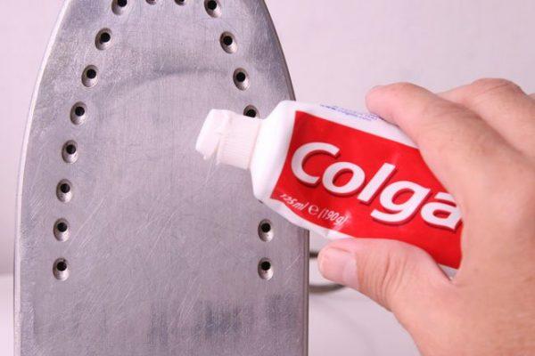 Очищение зубной пастой
