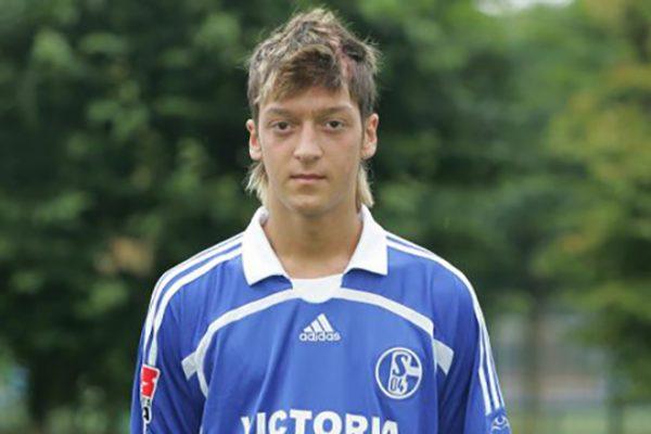 Месут Озил играл за клуб «Шальке-04»