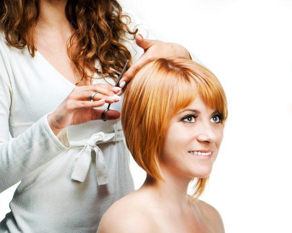 Стрижку волос лучше проводить в благоприятные дни