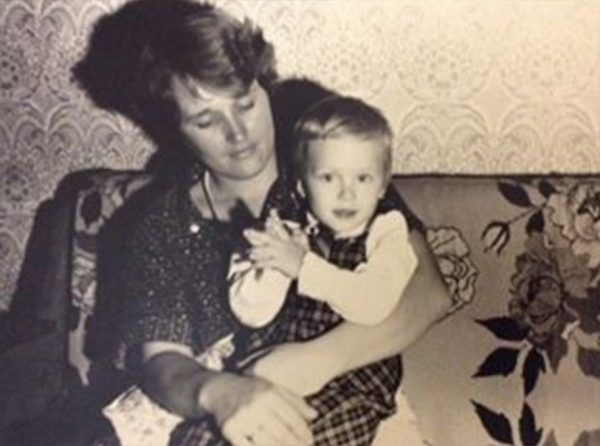 Егор Халявин в детстве со своей мамой