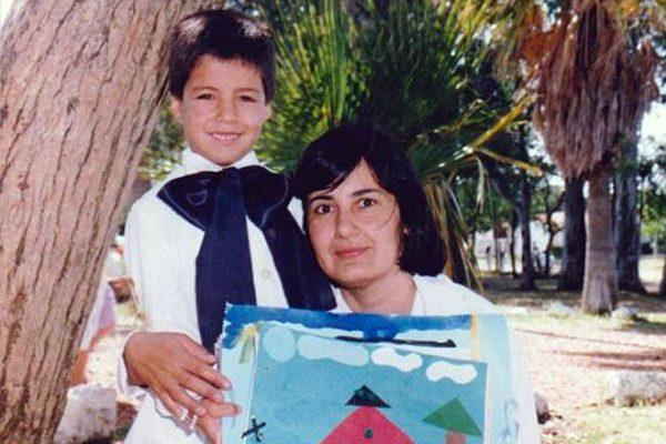 Луис Суарес в детстве со своей мамой