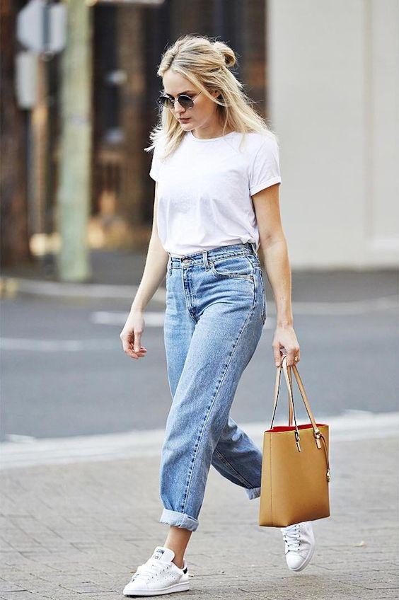 Какие джинсы в моде в 2018 году и с чем носить: фото, новинки