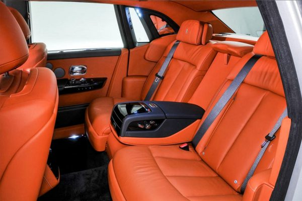 Rolls-Royce-Phantom-2018-2019-15-min