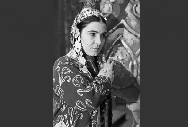 Народная артистка СССР Мая Кулиева в роли Шасенем в опере «Шасенем и Гариб»