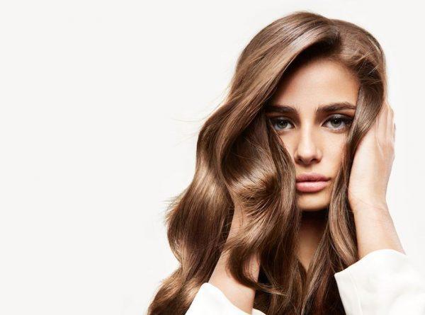 Taylor-Hill-l-egerie-L-Oreal-Professionnel-confie-ses-secrets-pour-une-chevelure-de-reve
