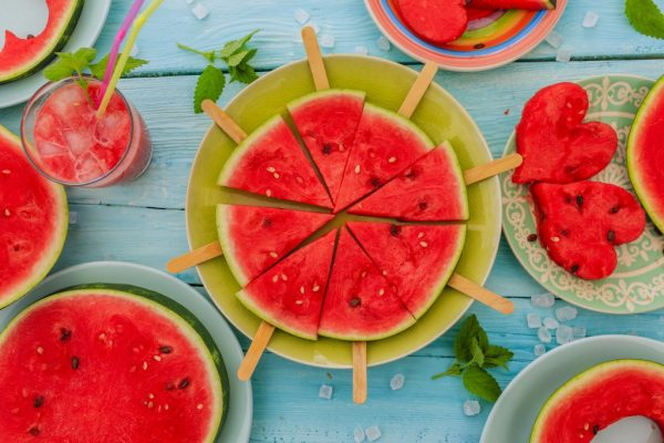 Из-за низкой калорийность арбуз можно употреблять в любых количествах