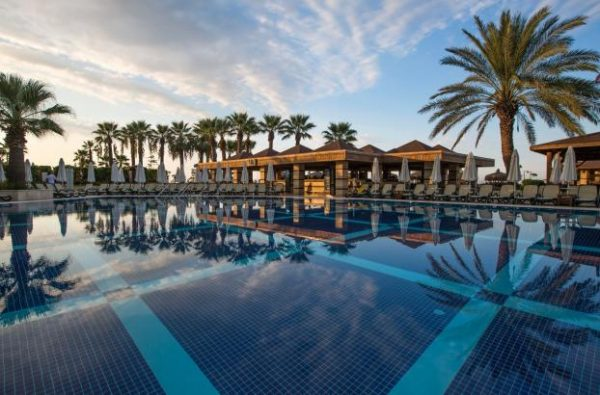 Пятизвездочный отель Crystal Tat Beach & Spa