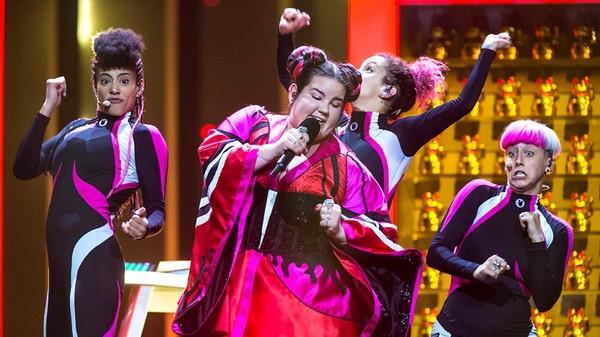 Выступление на песенном конкурсе израильской исполнительницы