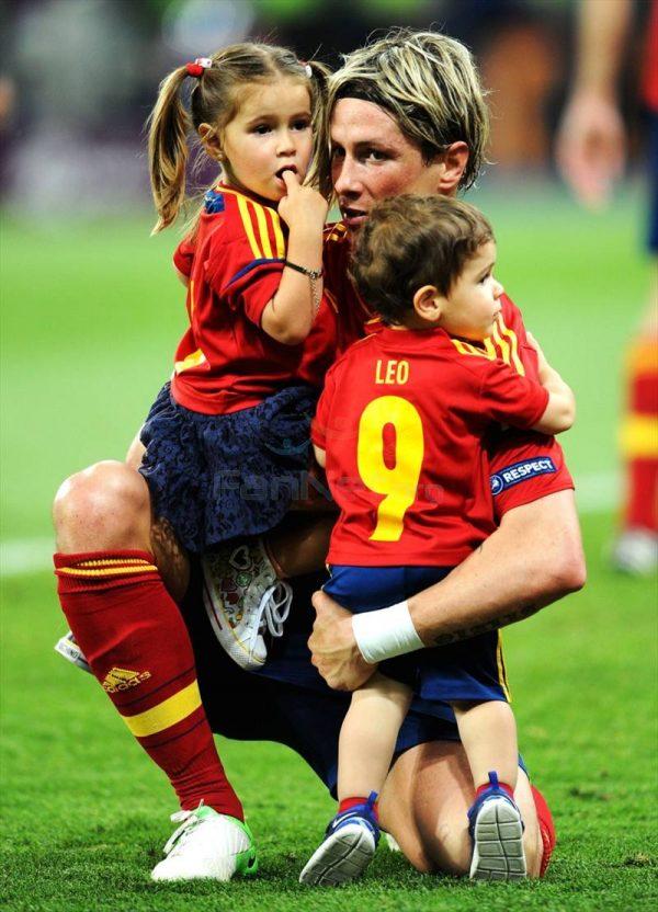 Фернандо с своими детьми