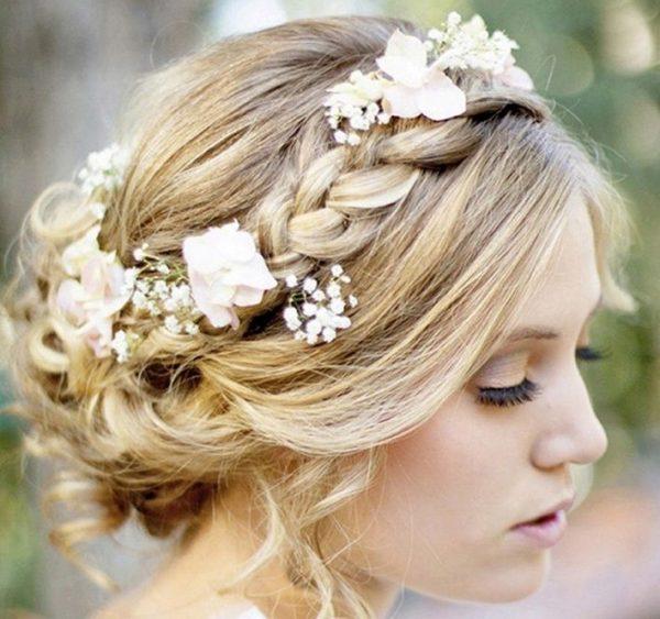 Прическа с плетением кос