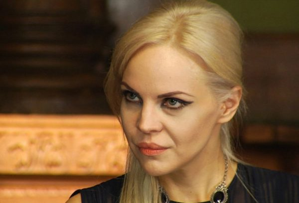 """Джулия Ванг во время участия в программе """"Битва экстрасенсов"""""""