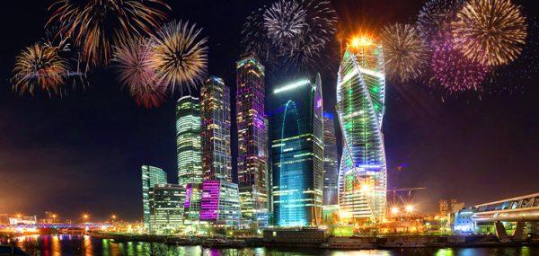 Праздничный салют на День России