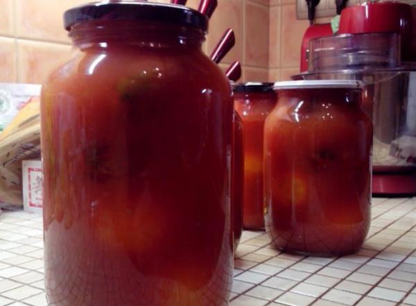Помидоры в банках залить томатным соком