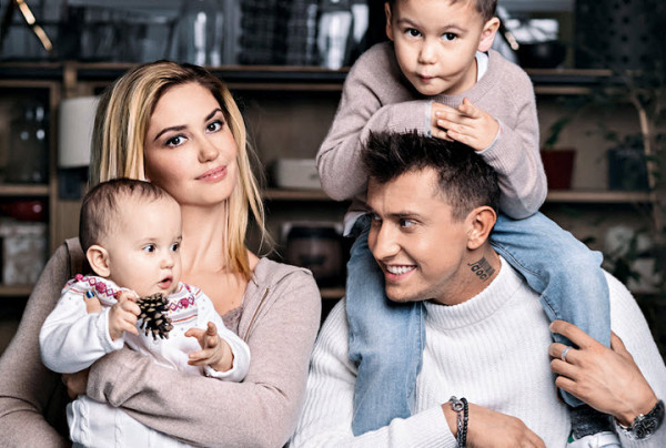 Супруги со своими детьми