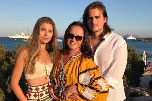 София Ротару со своими родными