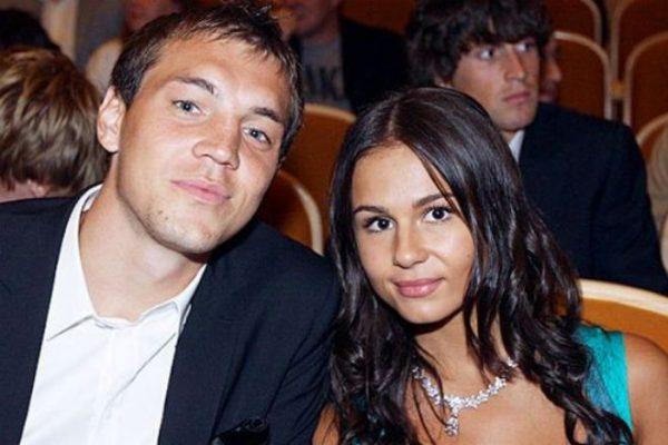 Российский футболист со своей супругой