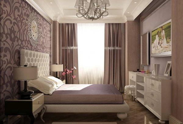 Красивая спальня с большой кроватью