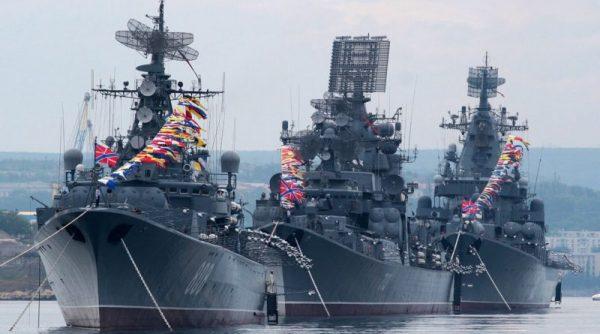 Показ военных кораблей в Севастополе