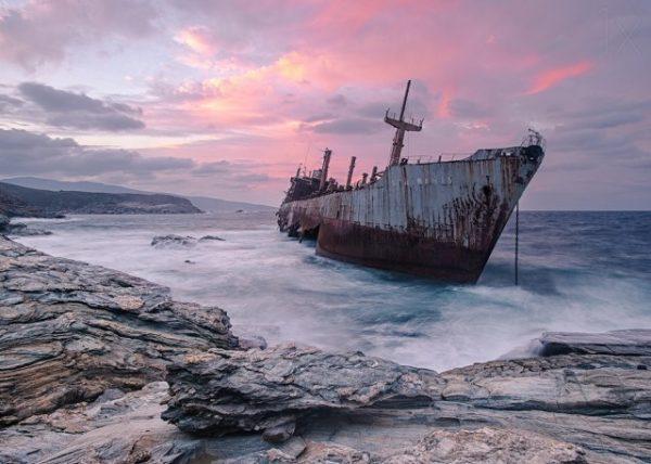 Местная достопримечательность затонувшие корабли