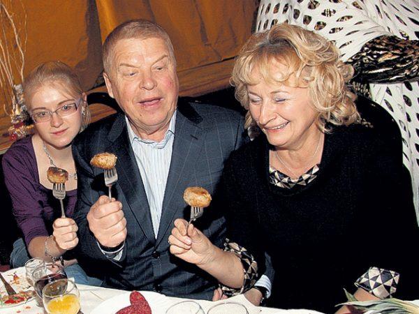 Михаил Кокшенов со своей семьей